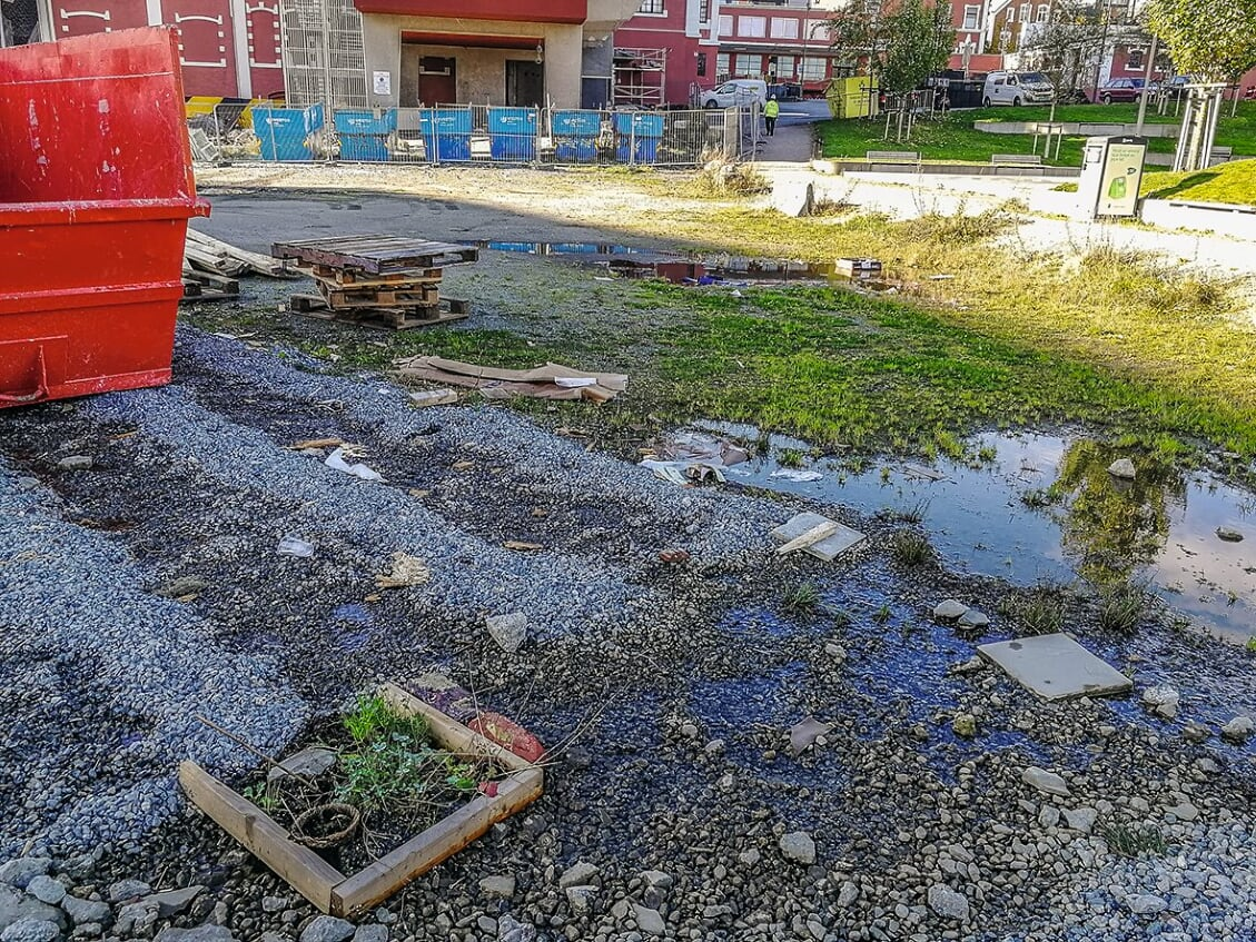 Usedvanlig mange kontakter avisen om store mengder søppel. Her fra ventetomten som ligger mellom Tou Park, Tou, Sjøparken og sjøen